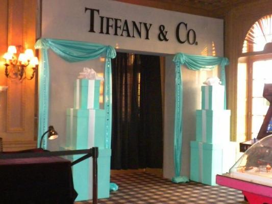 Sweet 16 tiffany theme the entrance way for the sweet 16 for Home decorating company