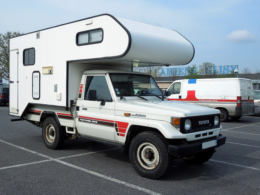 Toyota Land Cruiser 4x4 Camping Car Parking Du Centre