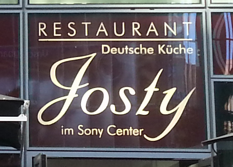 Josty-Café im SONY-Center am Potsdamer Platz in Berlin.