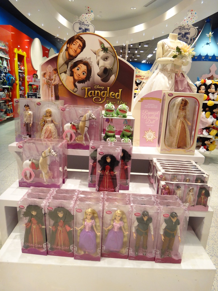 Disney Tangled Ever After Store Display - Feb 21, 2012 - F ...