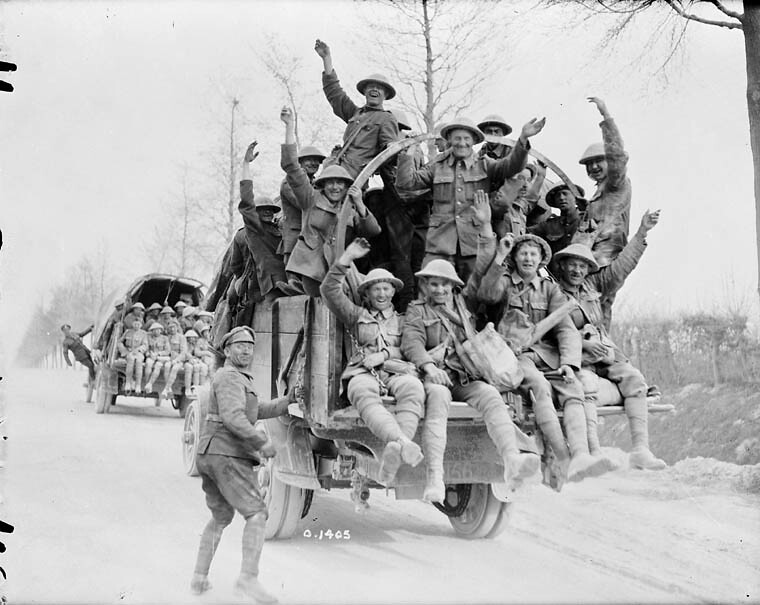 Canadian Soldiers Returning From Vimy Ridge / Soldats Cana