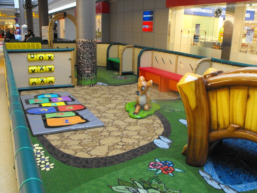 Children 39 s play area indoor playground equipment by ipla for Inside play areas