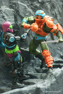Man-At-Arms versus Trapjaw | by Toy Photography Addict