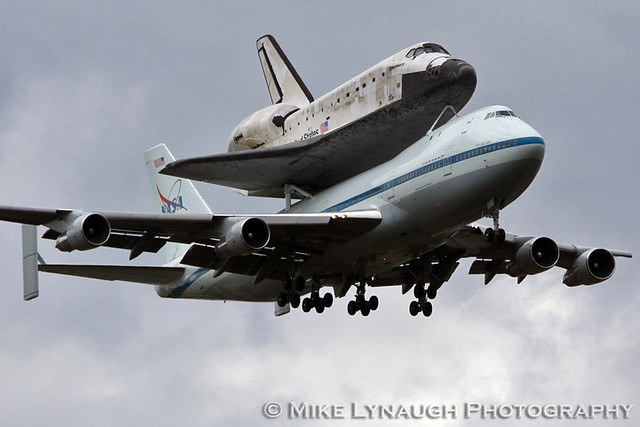 space shuttle discovery at dulles airport - photo #11