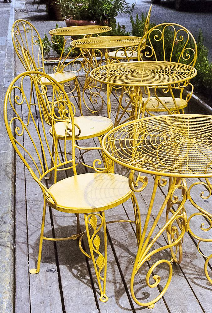 Sillas amarillas yellow chairs san juan puerto rico for Sillas amarillas