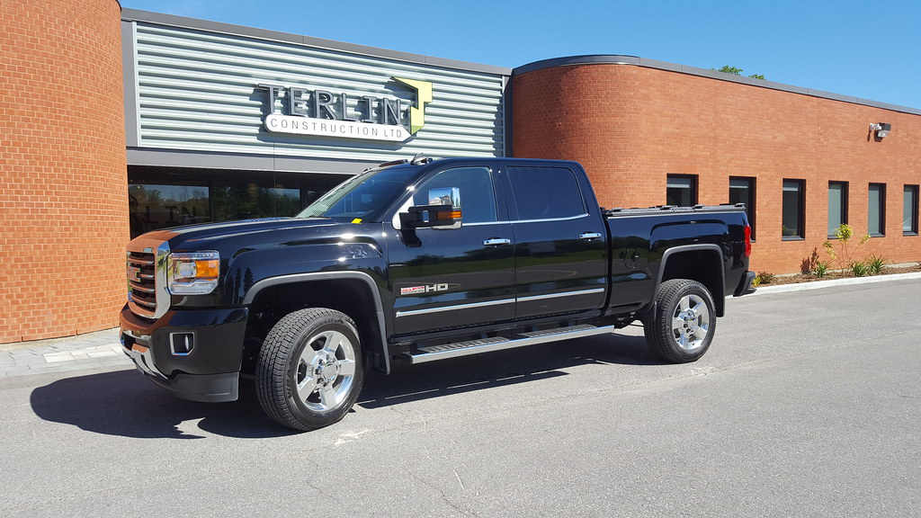 a heavy duty truck bed cover on a chevy gmc silverado sier flickr. Black Bedroom Furniture Sets. Home Design Ideas