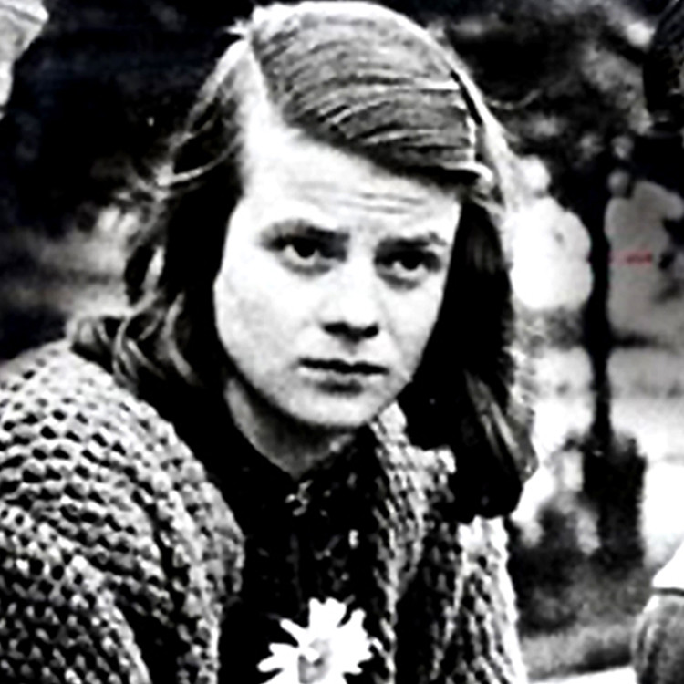 sophie scholl Hans scholl, sophie scholl and christoph probst (pictured, left to right, in 1942)  resisted the nazis as members of the white rose, a secret.