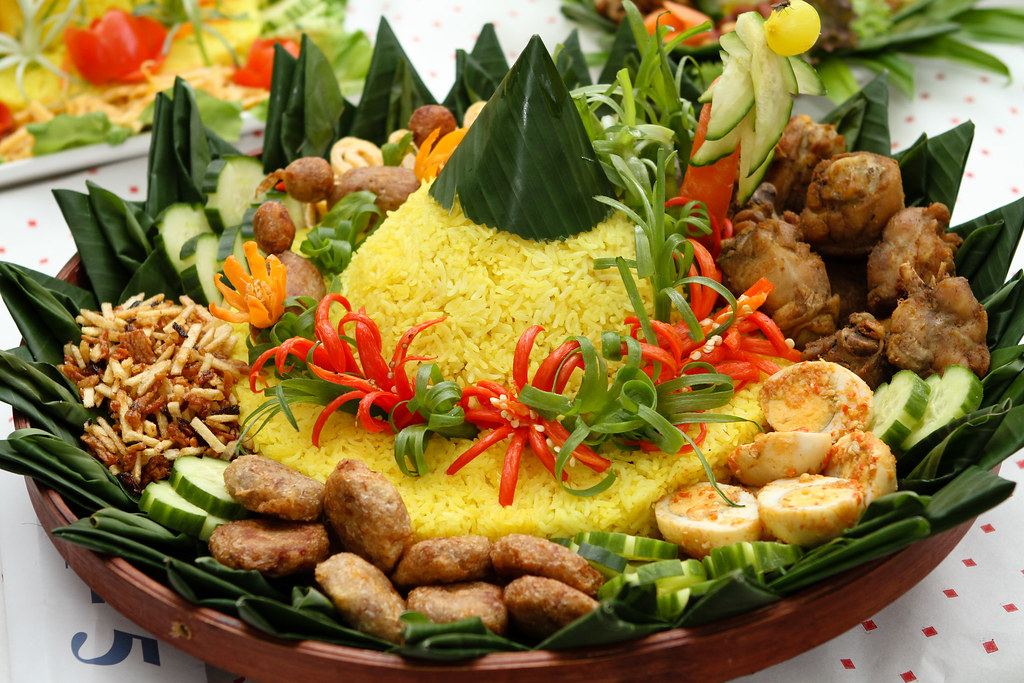Tumpeng learn more about this food tradition here en for Authentic indonesian cuisine