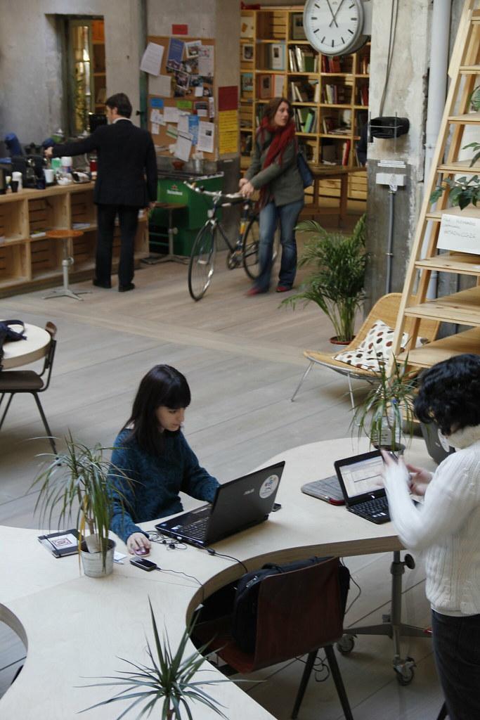 Ambiente de trabajo en hub madrid espaciosdmadrid flickr for Ambiente de trabajo
