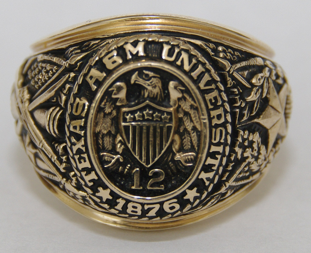 Crest In Ring As Seak