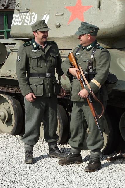modern german army uniform re enactor in german army car interior design. Black Bedroom Furniture Sets. Home Design Ideas