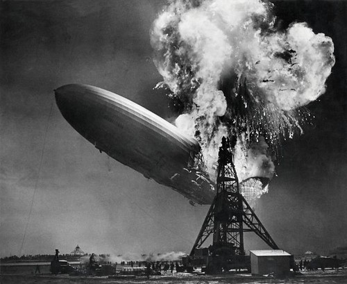 Zeppelin-ramp de Hindenburg / Hindenburg zeppelin disaster | by Nationaal Archief