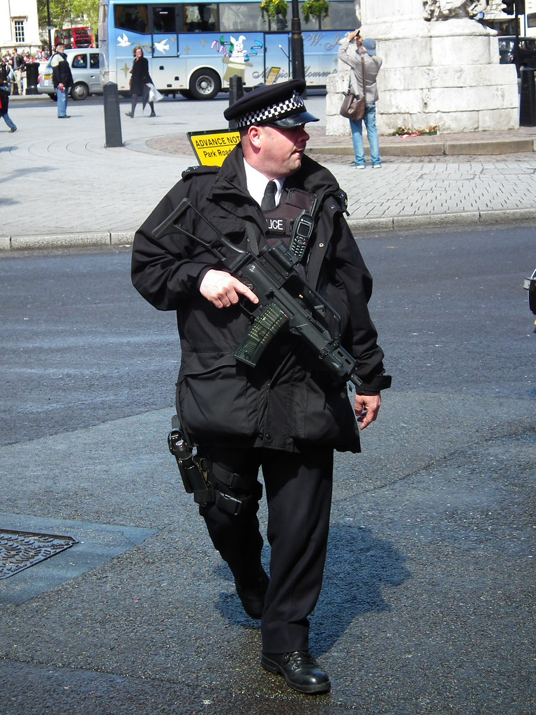 Met Police Armed With Rifle Metropolitan Police Officer Ar Flickr