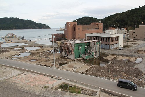 A building knocked over by tsunami in Onagawa 女川の津波で倒されたビル | by findingsachi