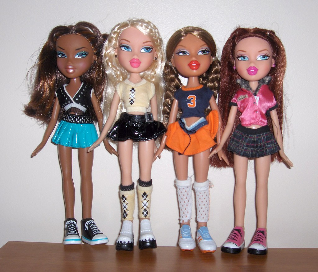 Play Bratz Fashion Designer