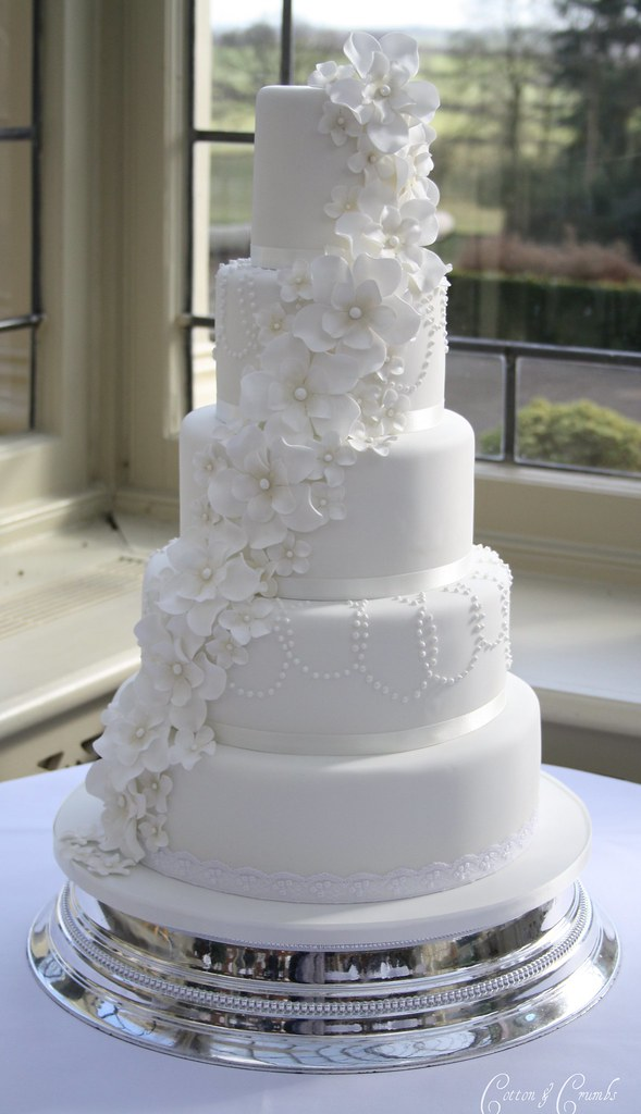 white wedding cake photos 5 petal flower cascade cake delivered to stunning 27360