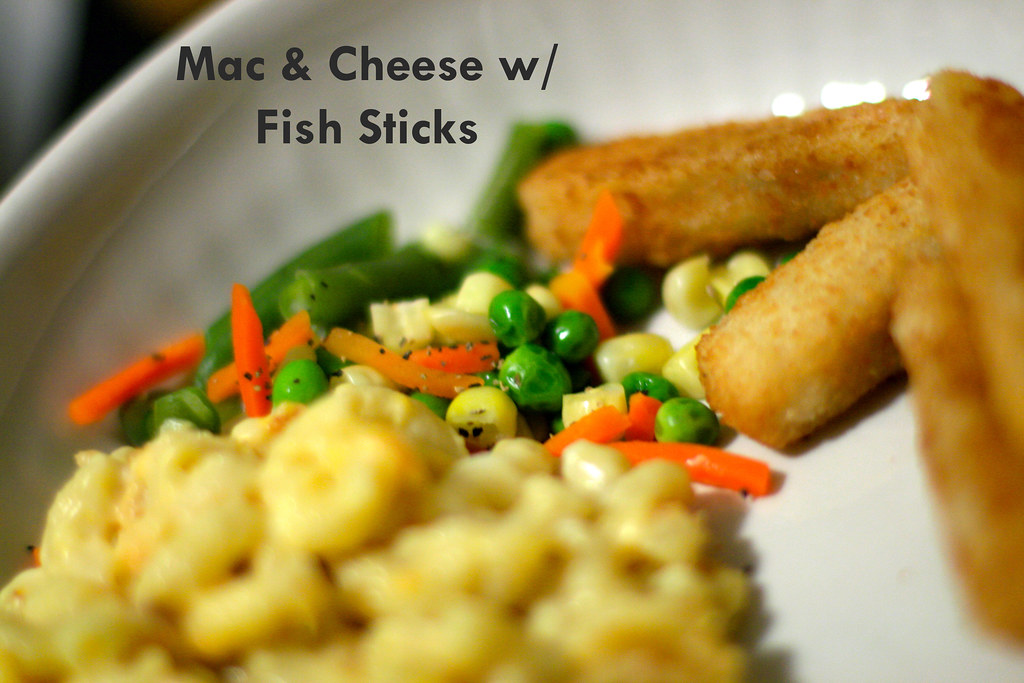 Mac cheese w fish sticks blogged nerd for Mac s fish and chips