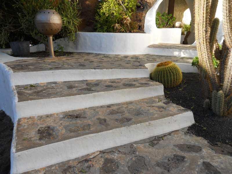Escalera en jardines omar sharif lanzarote 9 fotos de for Decoracion de jardines exteriores fotos