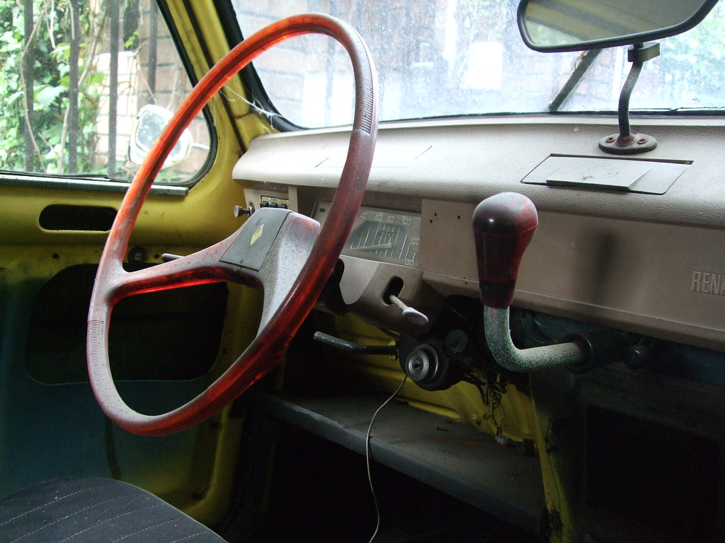 Renault 4l dashboard zyga kijkowski flickr for Interieur 4l