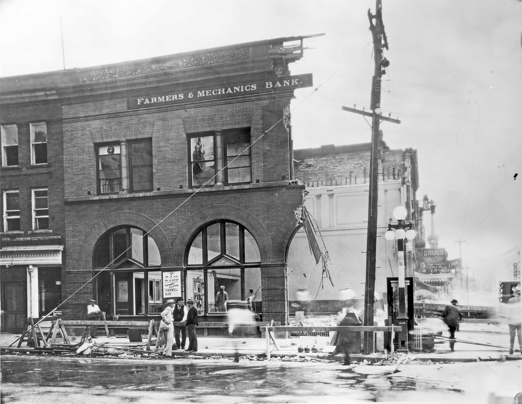 4 Farmers And Mechanics Bank After Removal Of Smashed Int Flickr