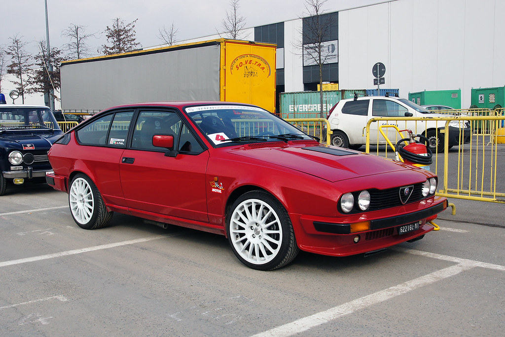 alfa romeo gtv 2 5 v6 autoclassica milano 18 febbraio. Black Bedroom Furniture Sets. Home Design Ideas