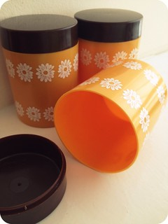 1970s orange and brown pots | by athriftymrs.com