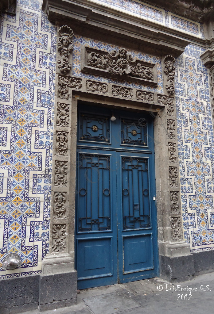 Puerta sanborns casa de los azulejos ciudad de m xico for Casa de los azulejos sanborns df
