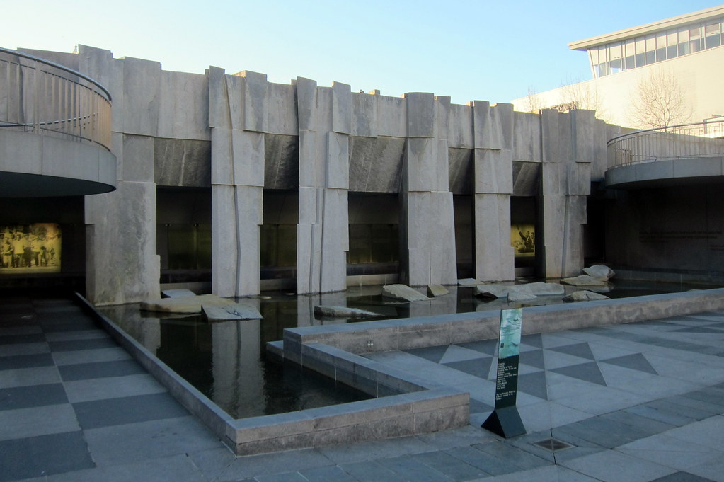 martin luther king memorial in yerba buena gardens essay The united states' second largest martin luther king memorial, titled  located  in the yerba buena gardens, the memorial is a lovely walkway.