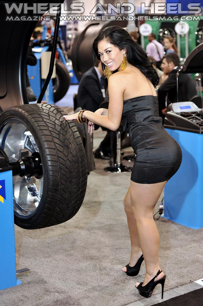Wheels And Heels Magazine Maya Michelle Rew 2011 Sema