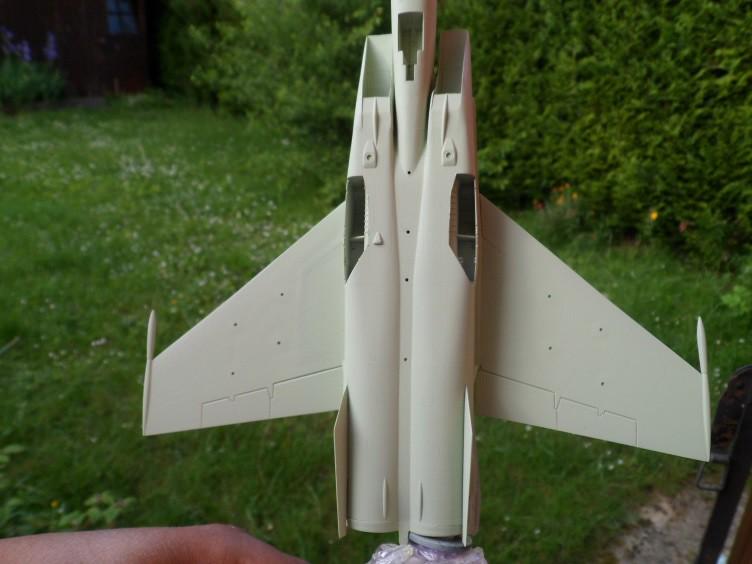 Pas-à-pas : MiG 25 Foxbat [Condor 1/72] - Page 2 27179444191_ce993eea22_b