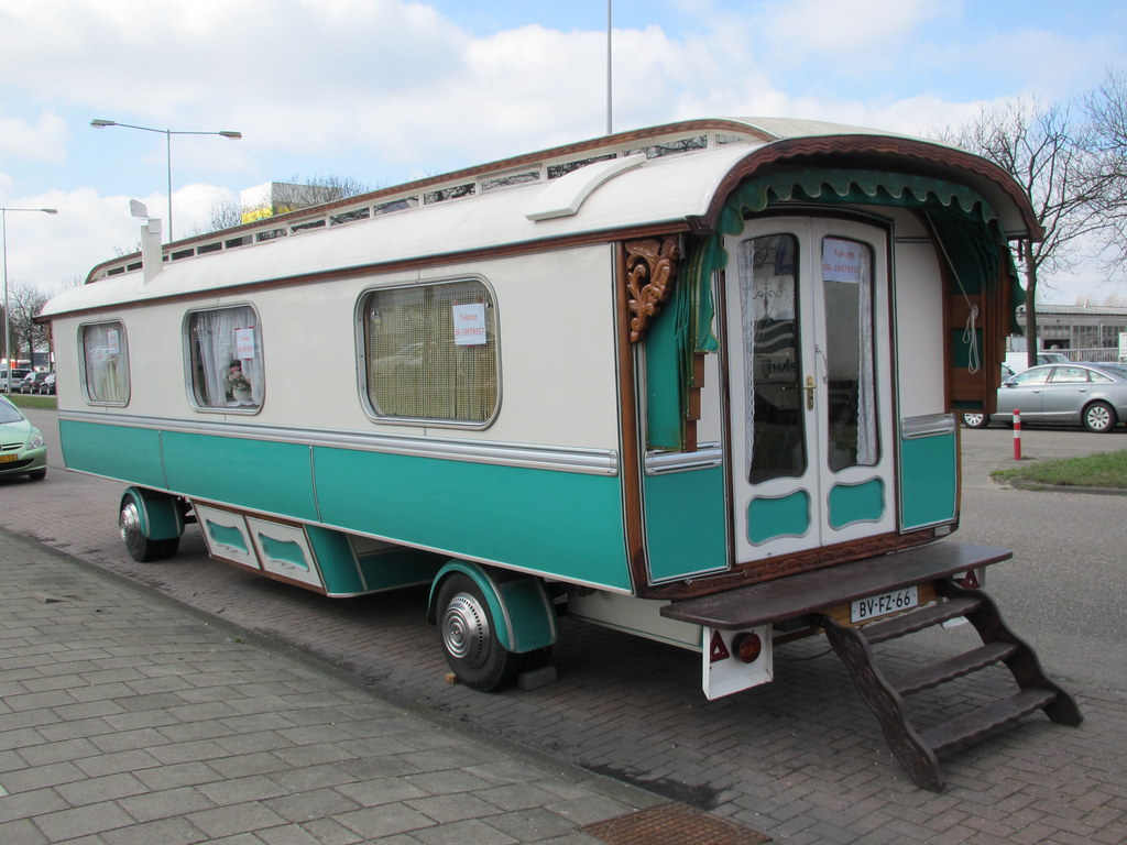 woonwagen amsterdam for sale this house trailer pipo. Black Bedroom Furniture Sets. Home Design Ideas