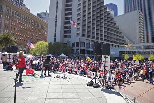 Tens of People at Tea Party Rally | by Generik11