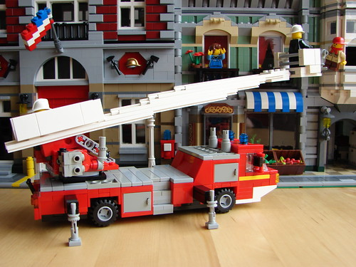 Lego turntable ladder fire truck  (08) | by Outolintu.