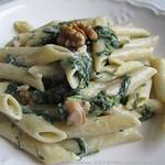 Penne mit Gorgonzola, Walnüssen & Spinat
