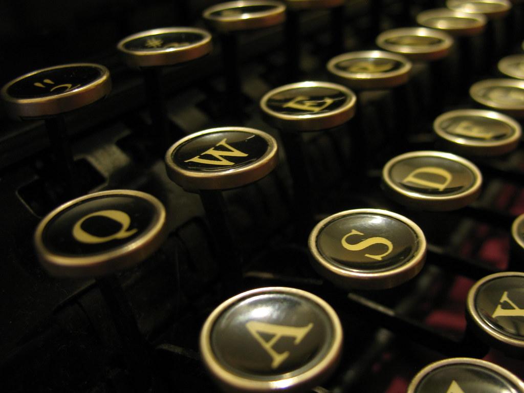 Corona Standard typewriter keys, c.1939 | clickthing ...