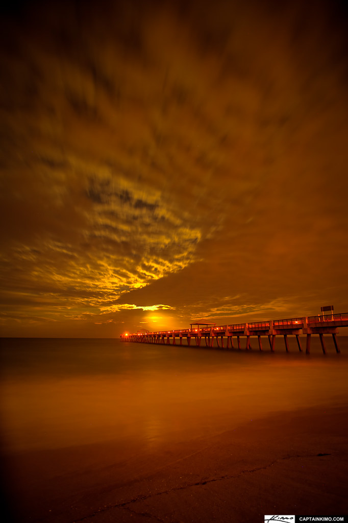 Night time moon rise at juno beach fishing pier for Juno pier fishing report