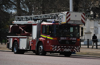 London Fire Brigade / Mercedes Econic / Turntable Ladder / TL52 / BX07 FND | by Chris' 999 Pics