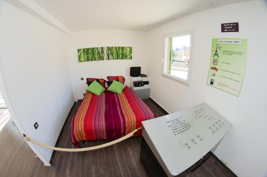 chambre chambre de la maison nergie positive sur la. Black Bedroom Furniture Sets. Home Design Ideas