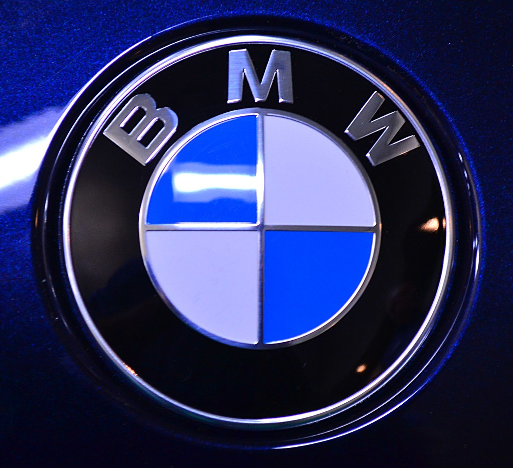 how to change bmw badge
