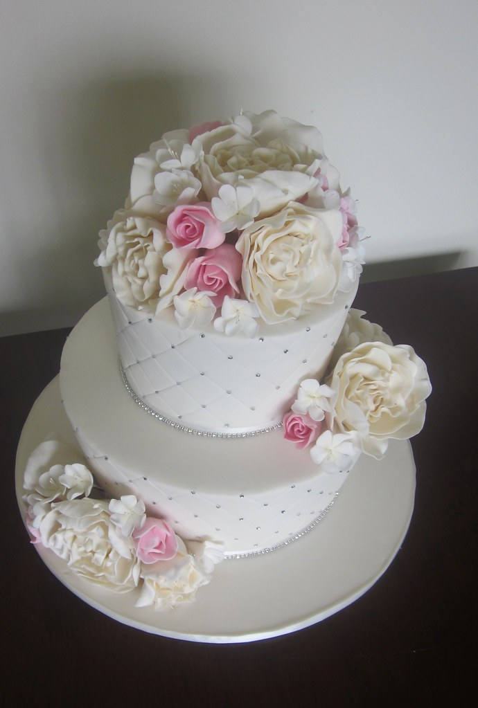 red wedding cakes with bling pink ivory bling wedding cake soooo many hours work in 19175