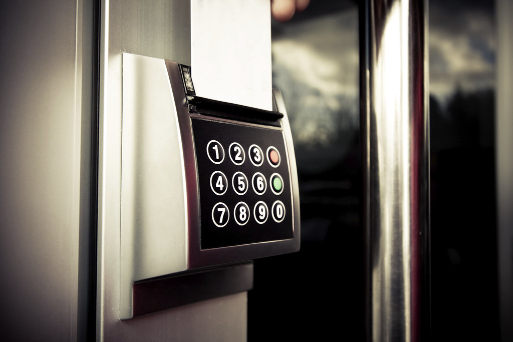 cis 560 security access control strategies Define authorization and access to an it infrastructure based on an access control policy framework define proper security controls within the user domain to mitigate risks and threats caused by human behavior.