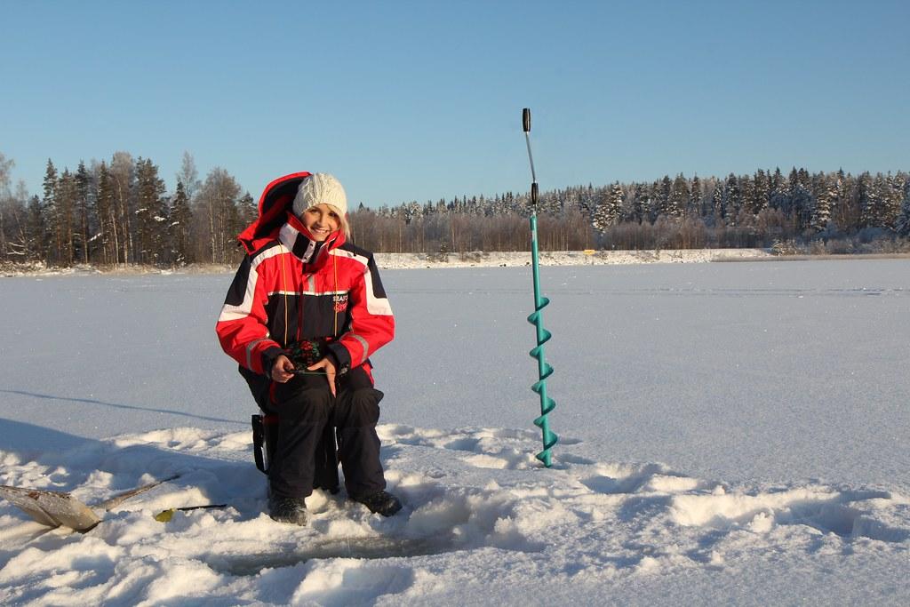 Ice fishing girls - photo#15