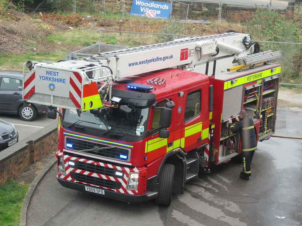 West Yorkshire Fire Service | Volvo FM Multistar CARP pictur… | Flickr