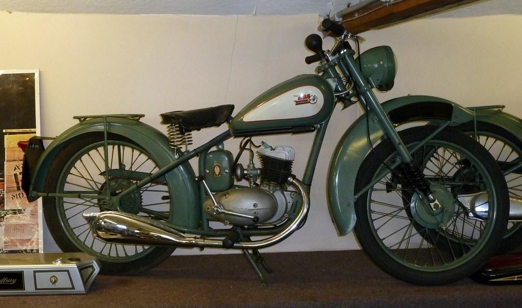 bsa bantam d1 1952 125cc model the bsa bantam was a 2. Black Bedroom Furniture Sets. Home Design Ideas