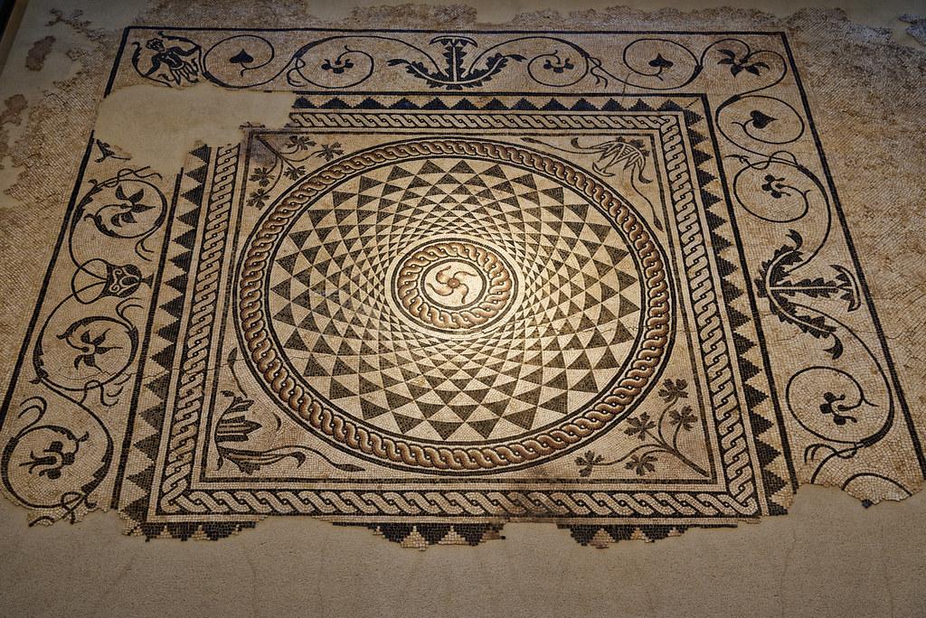 mosa que au bouclier mus e gallo romain de saint romain flickr. Black Bedroom Furniture Sets. Home Design Ideas