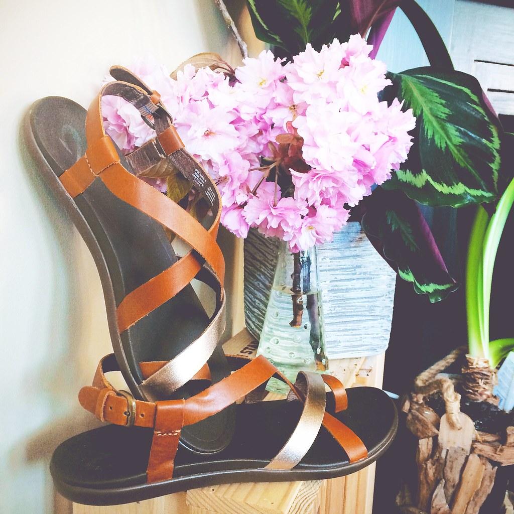 Stijlvolle sandaaltjes van OluKai | via It's Travel O'Clock
