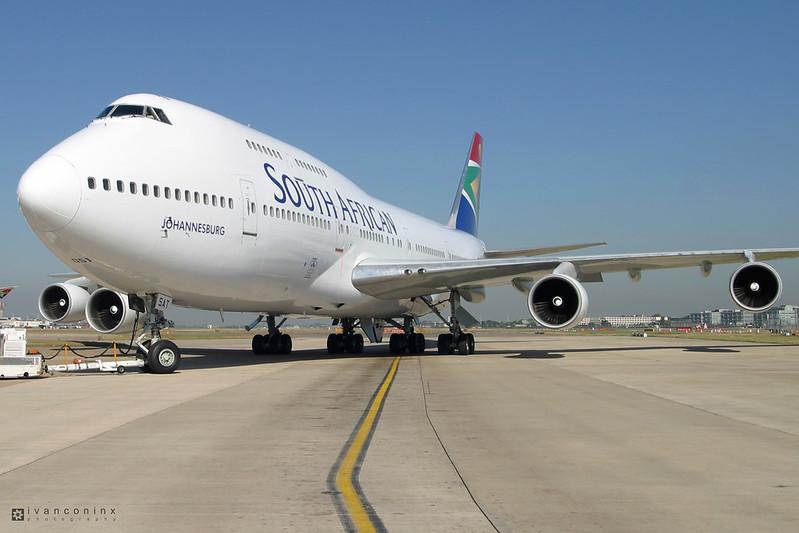 Boeing 747-344 – South African Airways – ZS-SAT – London Heathrow (LH EGLL) – 2003 07 14 – Towing – 01 – Copyright © 2003 Ivan Coninx
