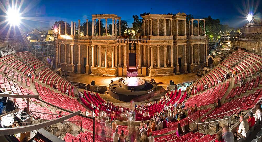 Teatro romano de Mérida, imponente escenario del Festival ...