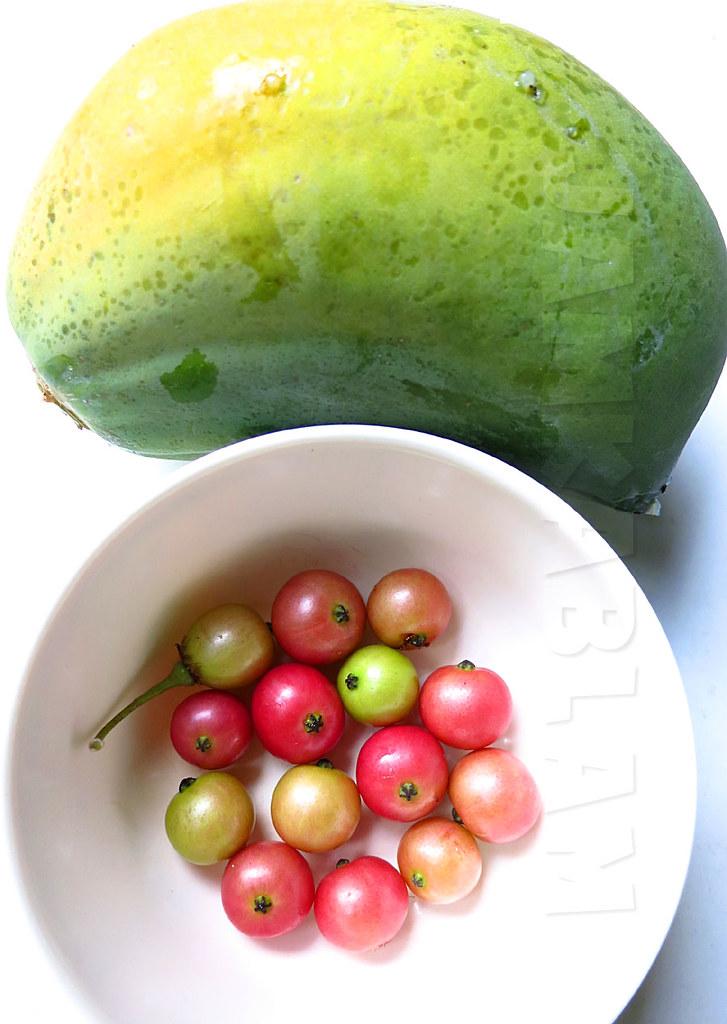 Aratilis + Papaya | Aratilis (Muntingia) and a mango