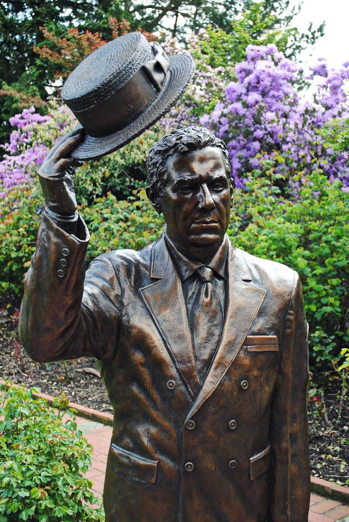 Statue in the rose test garden inside washington park for Garden statues portland oregon